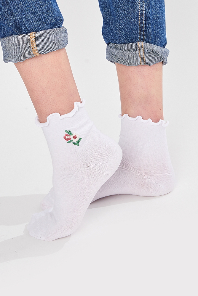 Socken weiß mit Blumenstickerei und gekräuseltem Saum