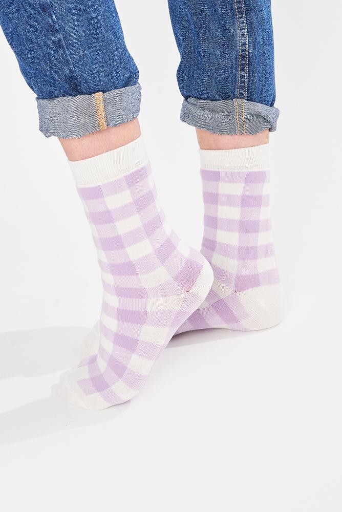 Socken flieder weiß kariert